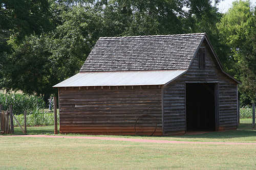 Raised roof barn