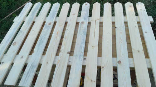Mounting fence on a workbench